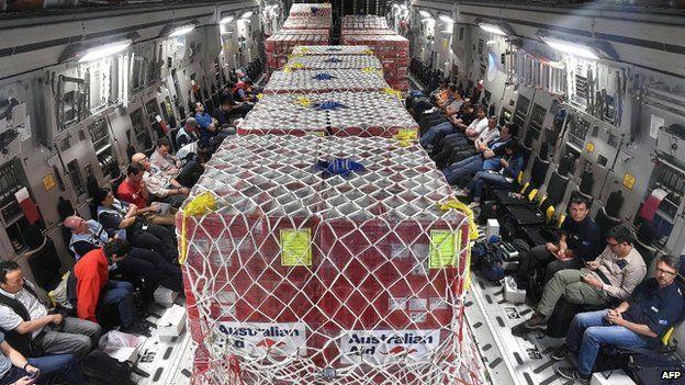 An Australian RAAF C-17 Globemaster plane full of aid on the way to Vanuatu's airport in the capital Port Via (15 March 2015)