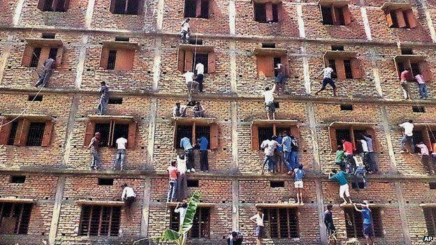 Exam cheating in Bihar, India, 18 March 2015