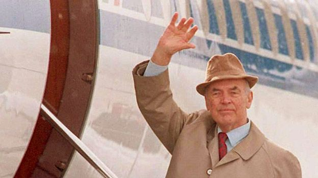 Picture taken on 20 November, 1995, showing former SS captain Erich Priebke waving goodbye as he enters an aeroplane at the Bariloche Airport, Argentina, bound for Italy.