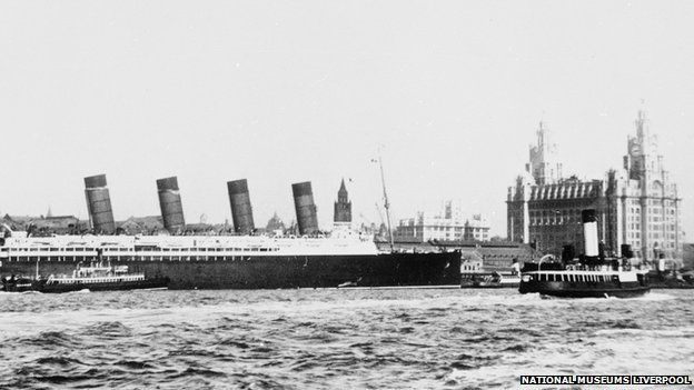 Lusitania in front of Liver Building