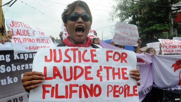 Protesters rally near the court building in the Philippine city of Olongapo, some two hours outside Manila on March 23, 2015