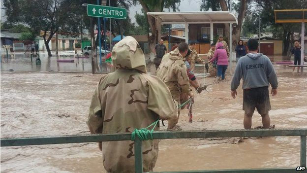 The military help people affected by the overflowing Copiapo river, in Copiapo, Chile, 25 March 2015.