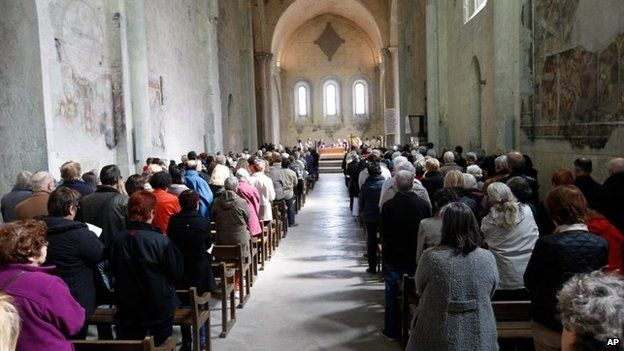 Members of the congregation participate at a mass in homage to the victims of the Germanwings jetliner crash, inside the cathedral Notre Dame de Bourg, in Digne, French Alps, 28 March 2015