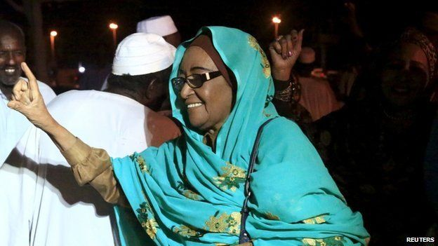 Leader of the Sudanese Socialist Democratic Union and presidential candidate Fatima Abdel Mahmoud waves to supporters during her election campaign, ahead of the 2015 election in Khartoum March 31, 2015
