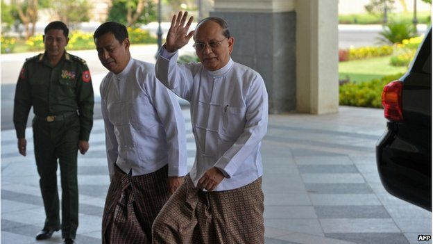 Myanmar President Thein Sein (R) waves hand as he arrives prior to a meeting in Nay Pyi Taw on 8 April 2015.