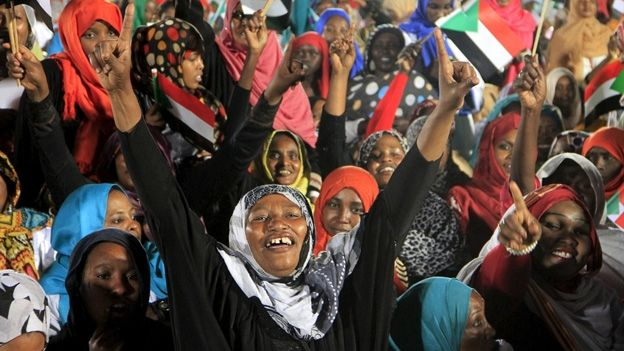 Supporters of the National Congress Party's at campaign rally in Omdurman 9 April 2015