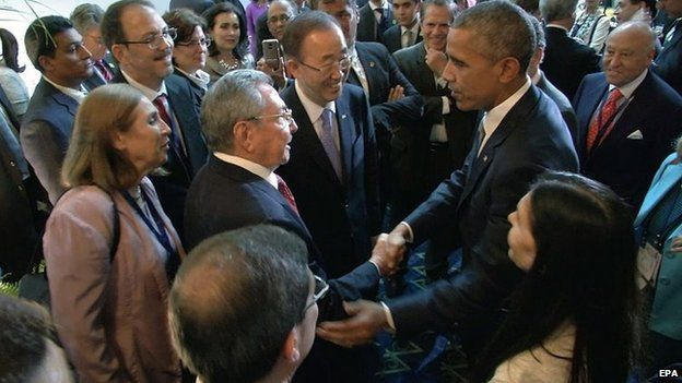 US President Barack Obama and Cuban leader Raul Castro shake hands on 10 April 2015