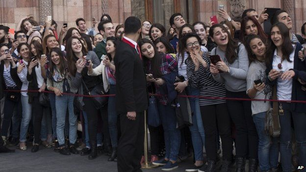 Kardashian fans wait for their arrival before a meeting with Prime Minister Hovik Abrahamyan (9 April)