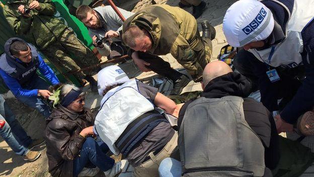 An injured journalist is treated in Shyrokyne. Photo: 14 April 2015