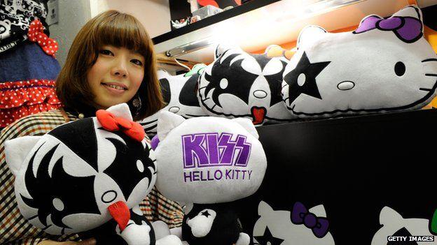Kiss Hello Kitty dolls on sale in Japan