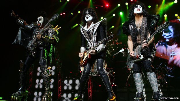 Kiss live on stage