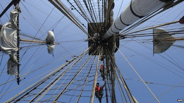 Volunteers climb a mast onboard the replica of the frigate Hermione (October 2014)