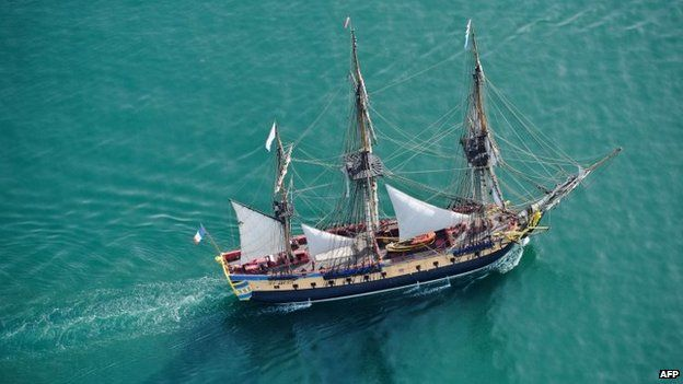 The French frigate Hermione sails out of the old harbour in La Rochelle (April 2015)