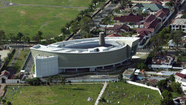 My Day Aceh Tsunami Museum Guide Raihal Fajriah Bbc News