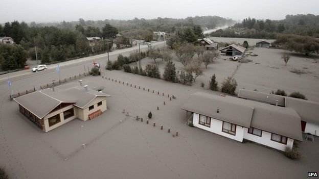 Calbuco volcano blankets towns in Chile with ash - BBC News 50cb0039c9b2