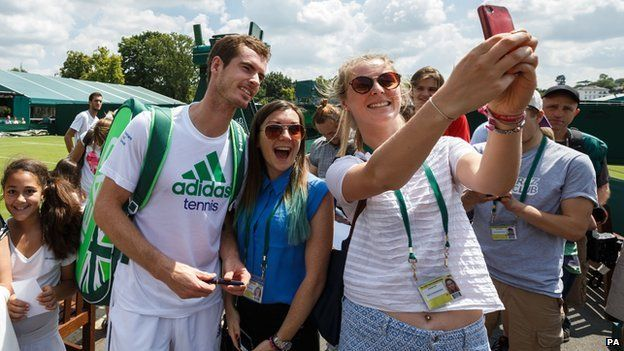 Fans take selfie with Andy Murray at Wimbledon in 2014