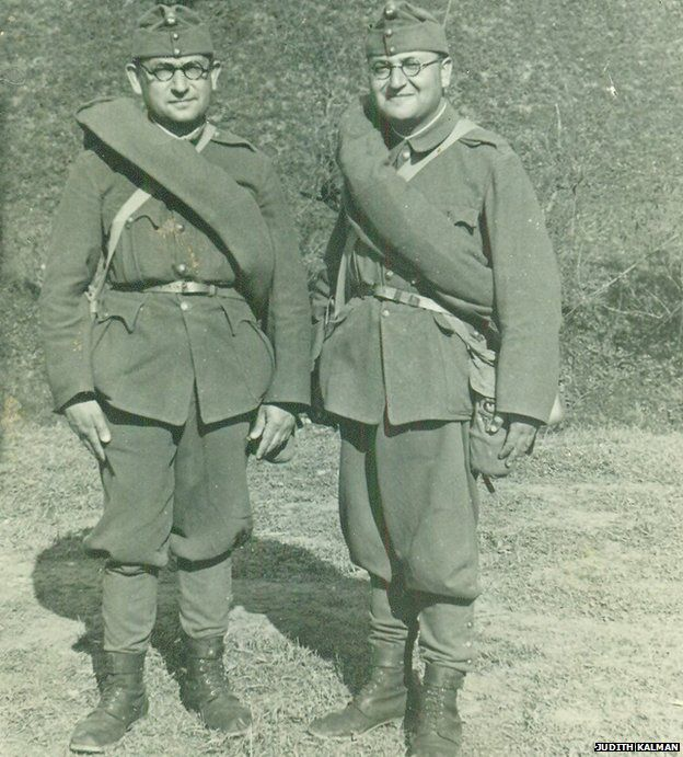 Gustav Weinberger (L) and his brother Ferenc