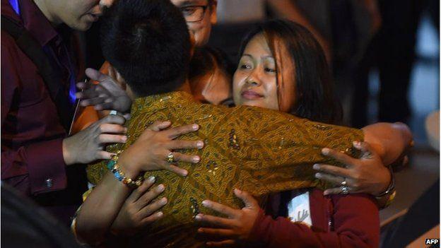 Relatives of Mary Jane Veloso celebrate her last-minute reprieve at Cilacap, Indonesia (29 April 2015)