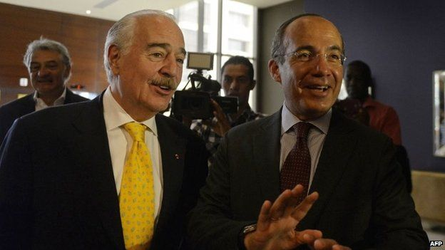 Former Presidents from Mexico, Felipe Calderon (right) and Colombia, Andres Pastrana speak before a press conference in Panama City on 9 April, 2015