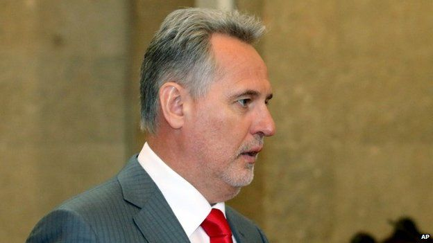 Ukrainian oligarch Dmytro Firtash waits for the start of his extradition hearing at the main court in Vienna, Austria (30 April 2015)