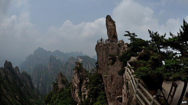 "The ""Top of Peak"" formation at the Huangshan park in Anhui Province."