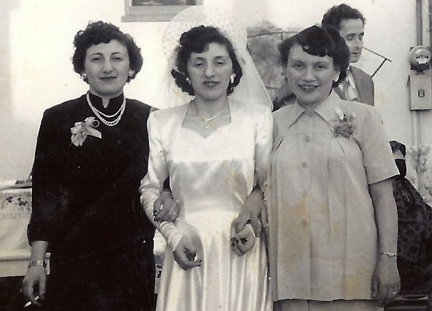 Sala (Sally - left) with her sisters Regina (centre) and Ruth after their move to the US