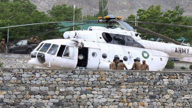 Pakistani soldiers gather beside an army helicopter at a military hospital where victims of a helicopter crash were brought for treatment in Gilgit on 8 May 2015.