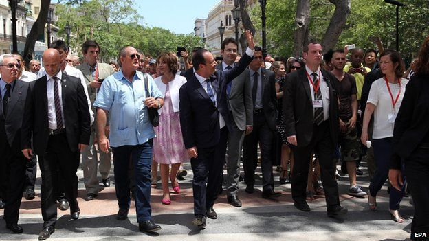 Francois Hollande (C) visits Paseo del Prado in Havana, Cuba, 11 May 2015