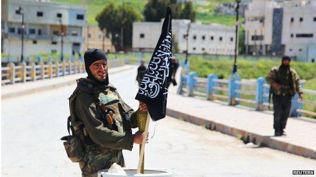 Nusra Front fighter in Jisr al-Shughour (25/04/15)
