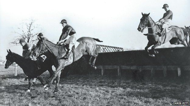 Racing at Gatwick - the Clayton Selling Chase