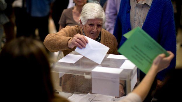 Natividad, 97, casts her ballot in Barcelona (24 May)