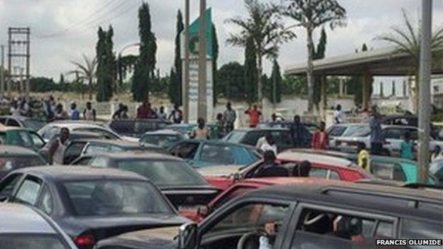 Queues at fuel stations in Abuja, Nigeria