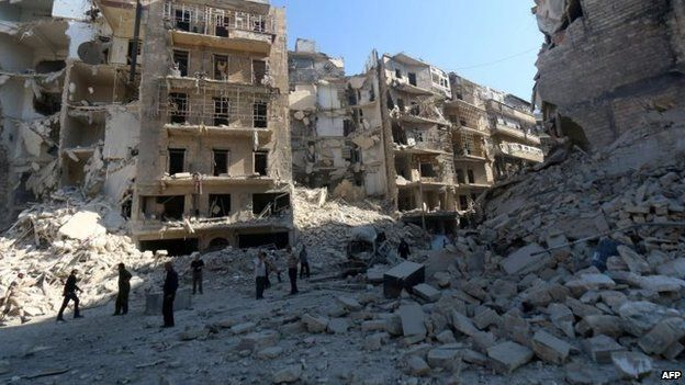 People look at destroyed buildings in Aleppo. Photo: 30 May 2015