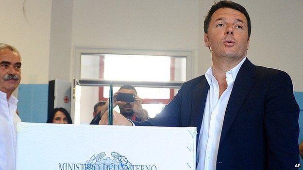 Prime Minister Matteo Renzi voting, 31 May 15