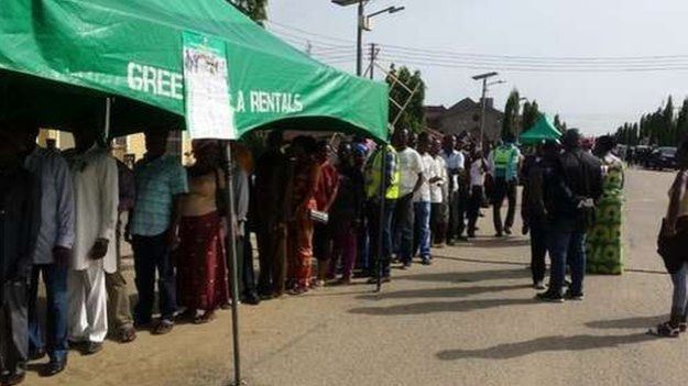 Nigerian voters queuing to register in Otuoke, home village of President Jonathan, 28 March 2015
