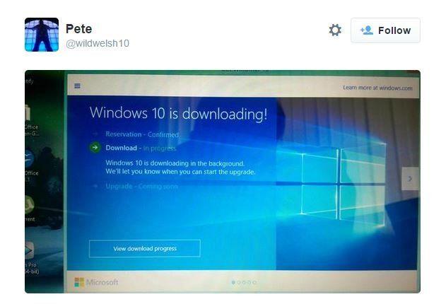 Screen grab of tweet showing Windows downloading