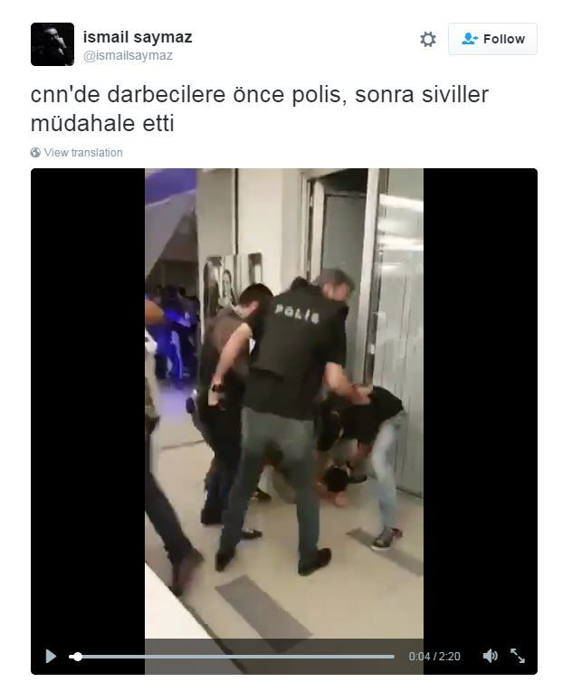 A tweet shows footage of the moment the soldiers were arrested at CNN Turk
