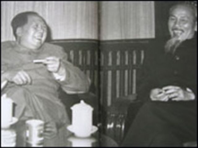 Tác giả cho rằng Hồ Chí Minh không phải là lãnh đạo uy quyền tuyệt đối như Mao Trạch Đông