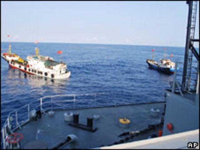 Năm tàu của TQ vây quanh tàu USNS Impeccable của Mỹ hôm 8/3/09