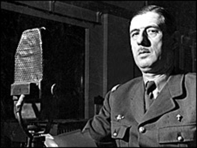 El general Charles De Gaulle durante una retransmisión el 30 de octubre de 1941