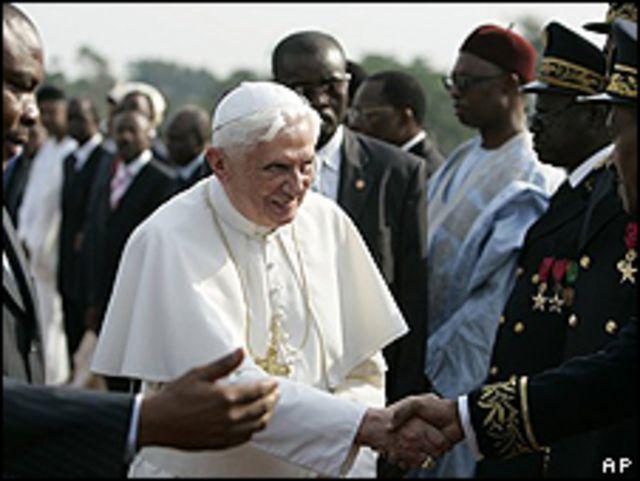Benedicto XVI llega a Camerún