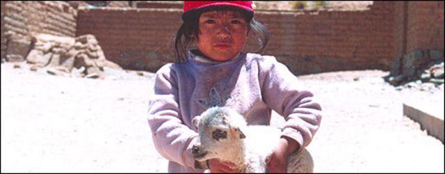 Niña en la puna del noroeste argentino