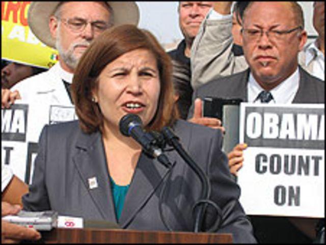 Angélica Salas, directora ejecutiva de la Coalición por los Derechos Humanos de los Inmigrantes de Los Ángeles (CHIRLA)