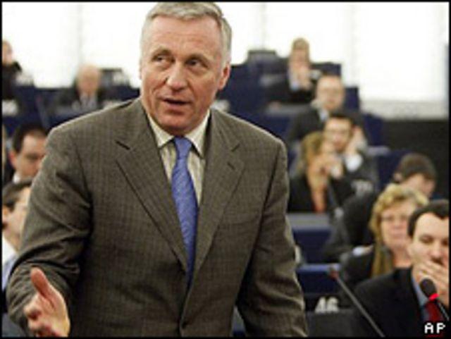 Mirek Topolanek, presidente de turno de UE y primer ministro saliente de República Checa