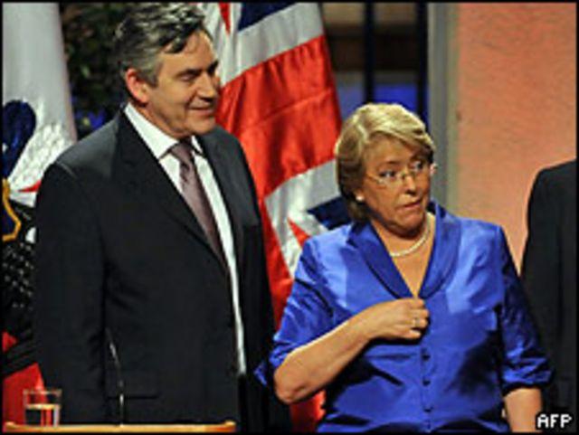 Gordon Brown y Michelle Bachelet