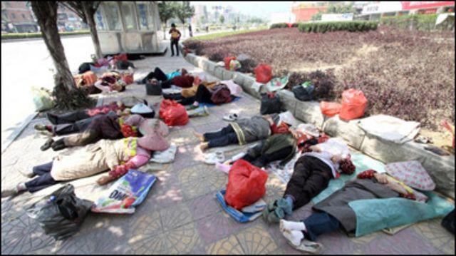 Người lao động chờ việc ở Trung Quốc
