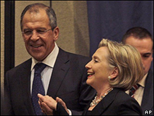 El canciller de Rusia, Sergey Lavrov, y la secretaria de Estado de EE.UU. Hillary Clinton