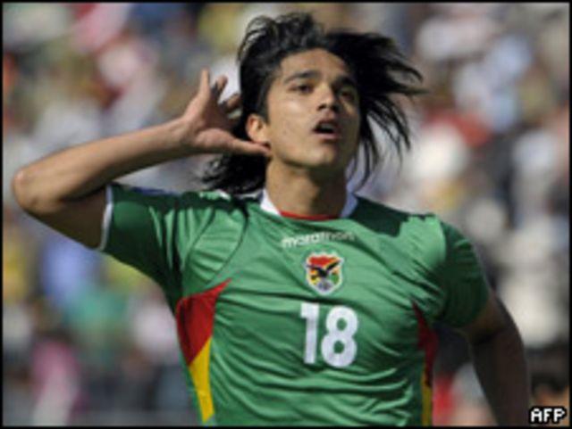 Marcelo Martins festeja su gol.