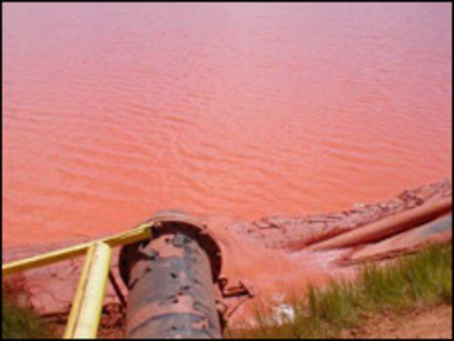 Hồ chứa bùn đỏ