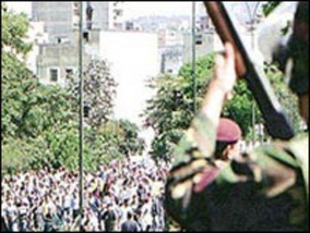 Manifestantes camino al Palacio de Miraflores (Foto: El Nacional)